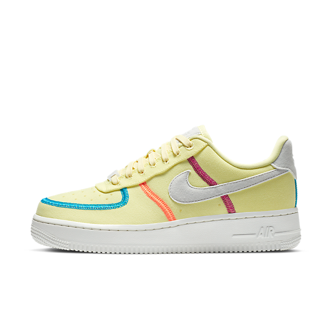 Nike Air Force 1 '07 LX 'Life Lime' zijaanzicht