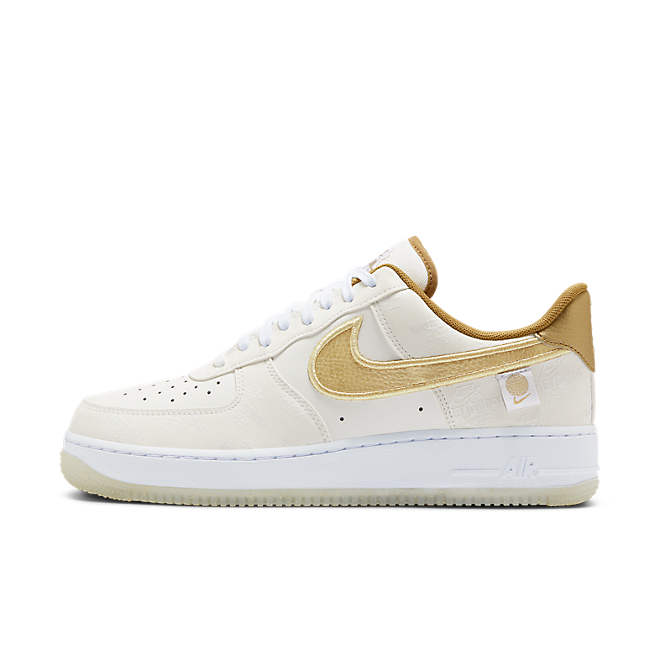 NIke Air Force 1 Worldwide Pack - White/Gold zijaanzicht