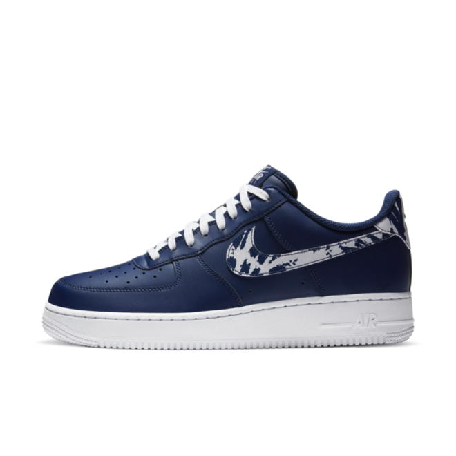 Nike Air Force 1 'Animal Swoosh' zijaanzicht