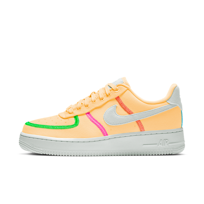 Nike Air Force 1 '07 LX 'Melon Tint' zijaanzicht
