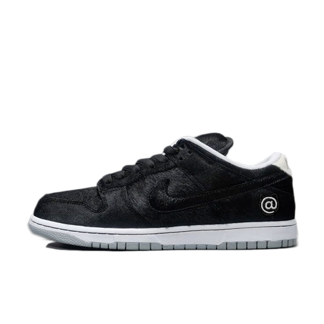 Medicom Toy X Nike SB Dunk Low 'Be@rbrick' zijaanzicht