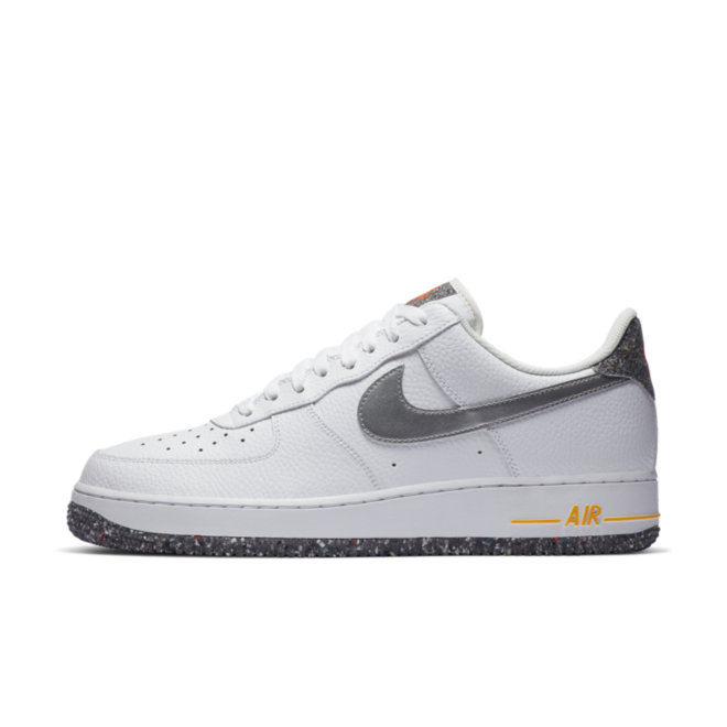 Nike Air Force 1 '07 LV8 'White Crater' zijaanzicht
