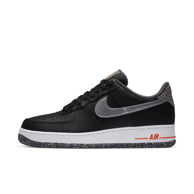 Nike Air Force 1 '07 LV8 'Black Crater' zijaanzicht