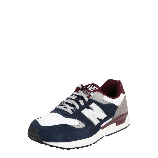 New Balance 570 sneaker in marineblauw