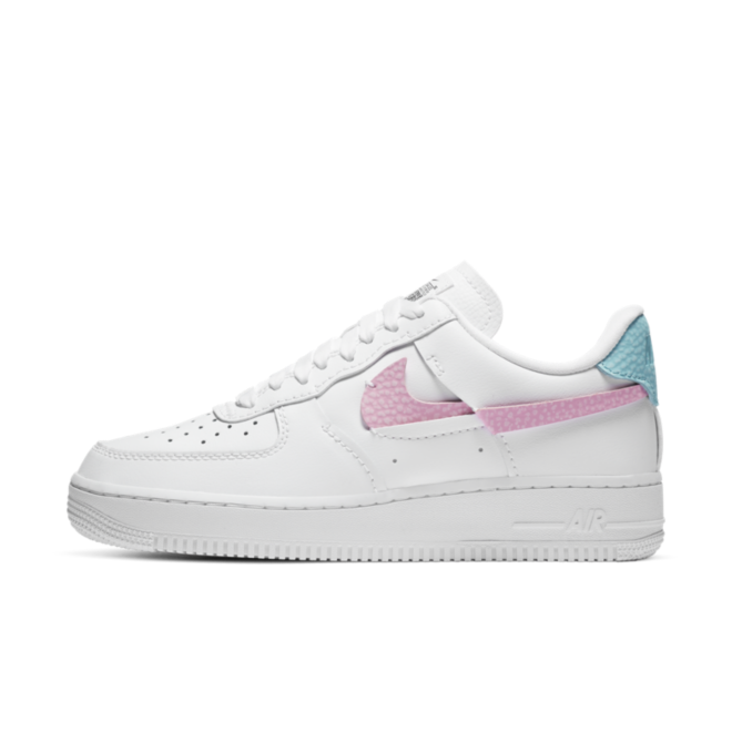Nike Air Force 1 LXX 'Pink Rise' zijaanzicht