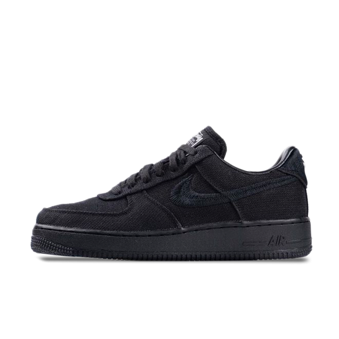 Stüssy X Nike Air Force 1 'Black' zijaanzicht