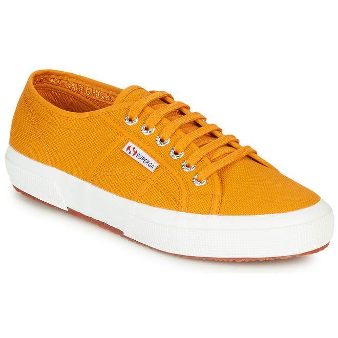 Superga  2750 COTU CLASSIC  women's Shoes (Trainers) in Yellow