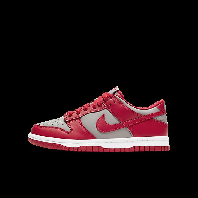 Nike Dunk Low Retro Medium Grey Varsity Red UNLV (GS) zijaanzicht