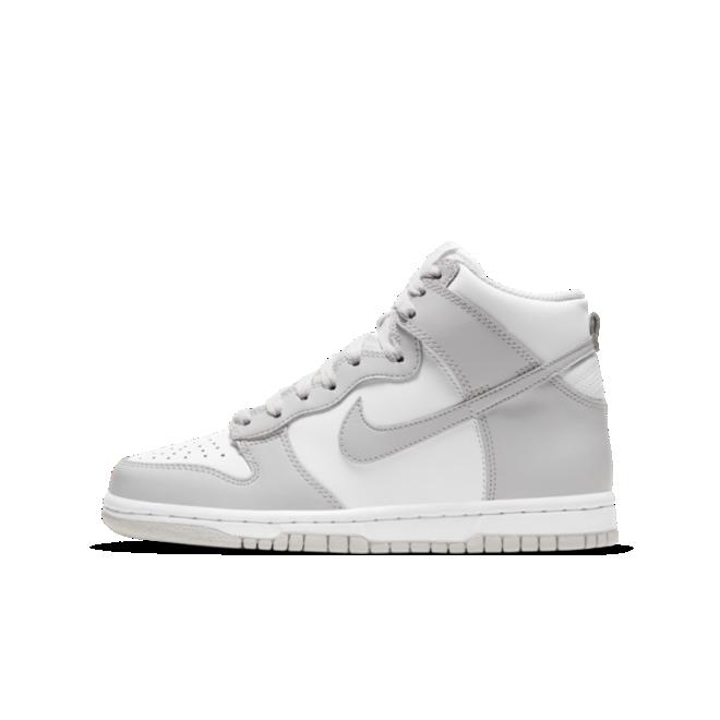 Nike Dunk High GS 'Vast Grey' zijaanzicht