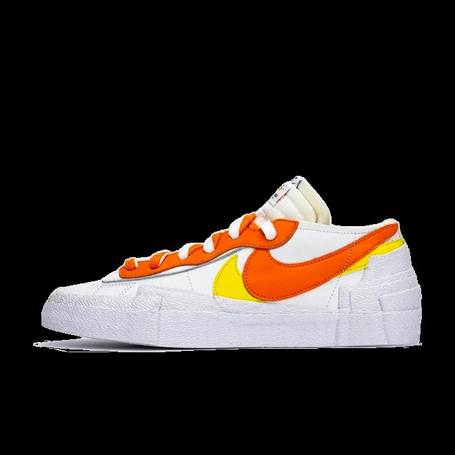 Sacai X Nike Blazer Low 'Magma Orange' zijaanzicht