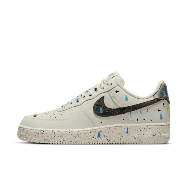 Nike Air Force 1 '07 LV8 'Paint Splatter' zijaanzicht