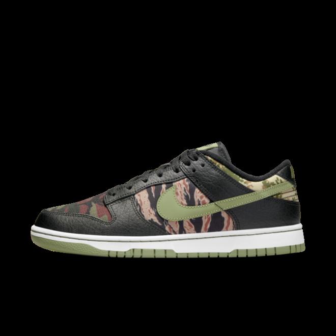 Nike Dunk Low SE 'Oil Green' zijaanzicht