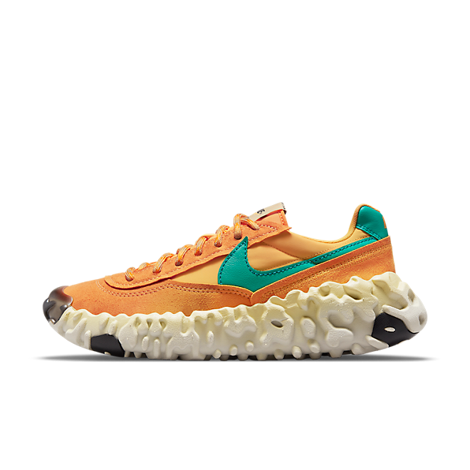 Nike Overbreak SP 'Pollen Rise' zijaanzicht