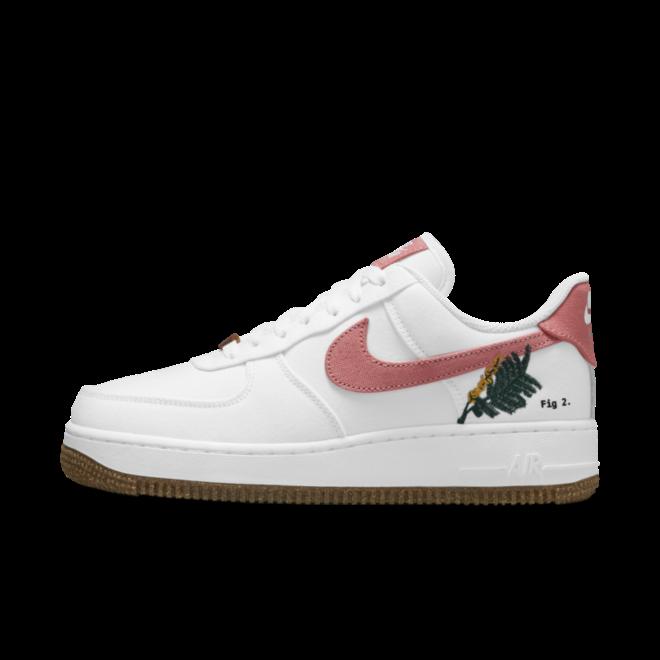 Nike Air Force 1 'Catechu' zijaanzicht