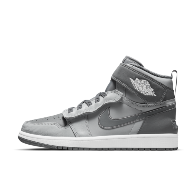 Air Jordan 1 High FlyEase 'Smoke Grey' zijaanzicht