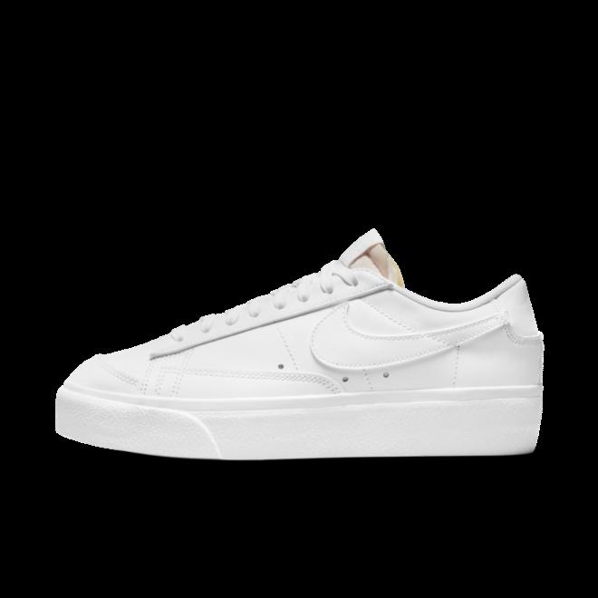 Nike Blazer Low Platform 'Triple White' zijaanzicht