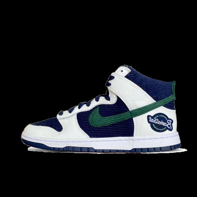 Nike Dunk High 'Sports Specialties' zijaanzicht