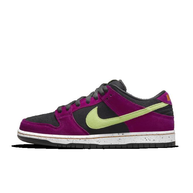 Nike SB Dunk Low ACG 'Red Plum' zijaanzicht