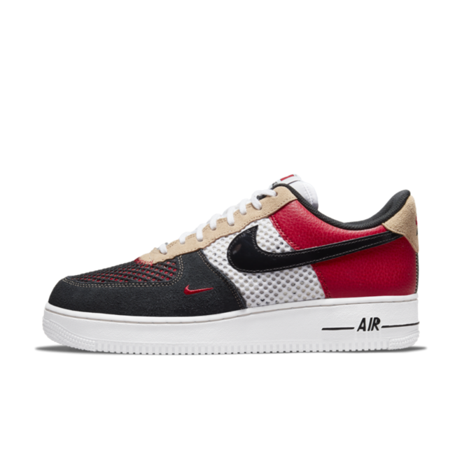 Nike Air Force 1 'Alter and Reveal' zijaanzicht