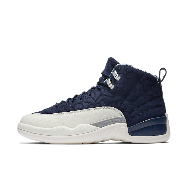 Air Jordan 12 International Flight zijaanzicht