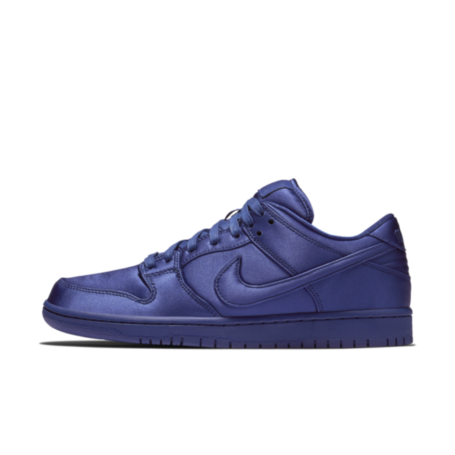 Nike SB Dunk Low 'NBA Satin' zijaanzicht