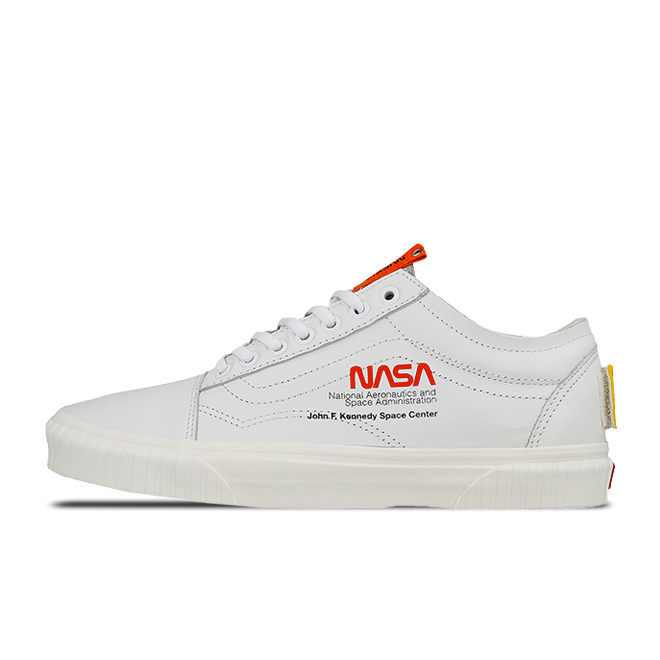 Nasa x Vans Old Skool 'True White' zijaanzicht