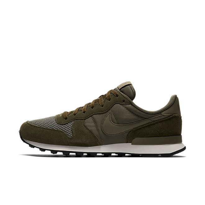 Nike Internationalist SE - Medium Olive / Medium Olive - Sail - Black
