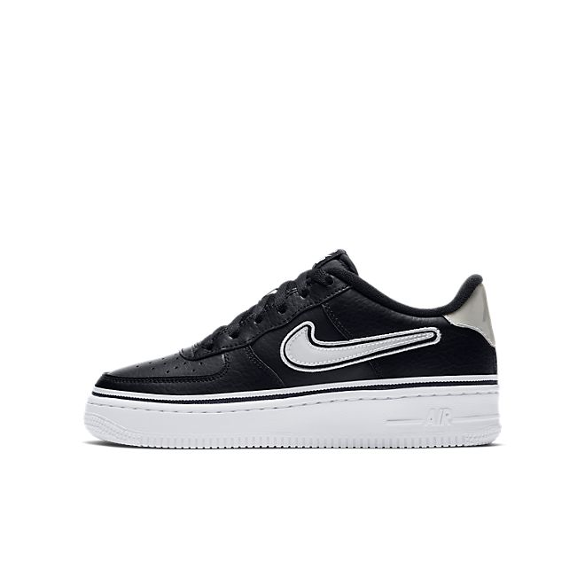 Nike Air Force 1'07 LV8 Sport NBA  zijaanzicht