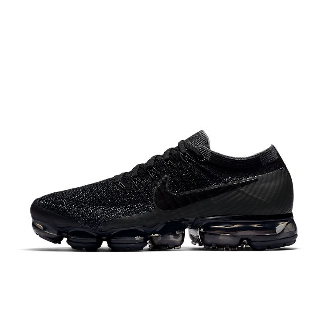 Nike Air Vapormax Triple Black zijaanzicht