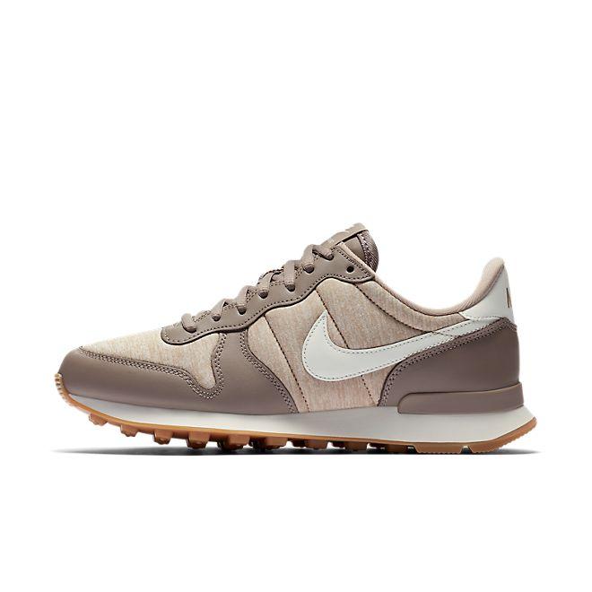 Nike Wmns Internationalist (Sepia Stone / Sail - Sand - Gum Light Brow
