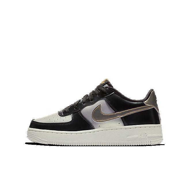 Nike Air Force 1 LV8  zijaanzicht