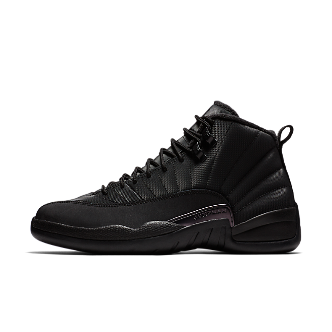 Air Jordan 12 Retro Winter 'Triple Black' zijaanzicht