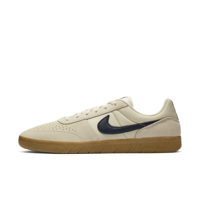 Nike SB Team Classic 'Light Cream' zijaanzicht