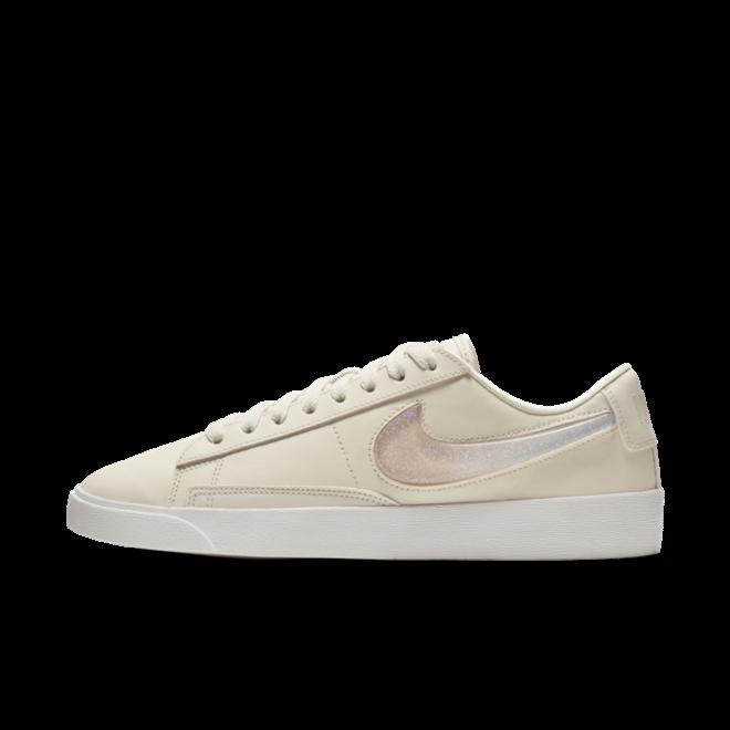 Nike Blazer Low LX 'Pale Ivory' zijaanzicht