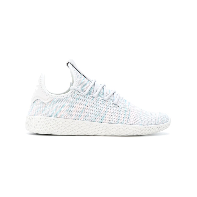 Pharrell x adidas Tennis HU Light Blue zijaanzicht