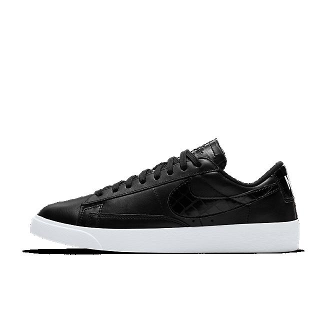 Nike W Blazer Low Black/ Black-Black zijaanzicht