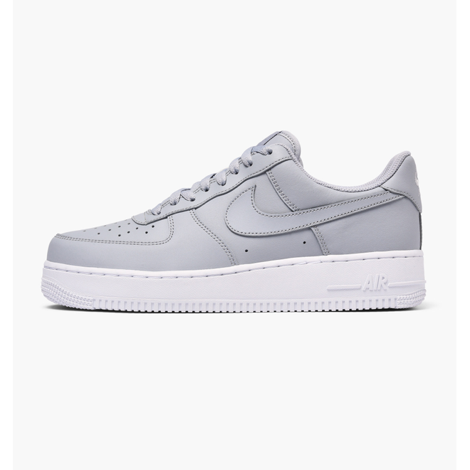 Nike Air Force 1 ´07 zijaanzicht