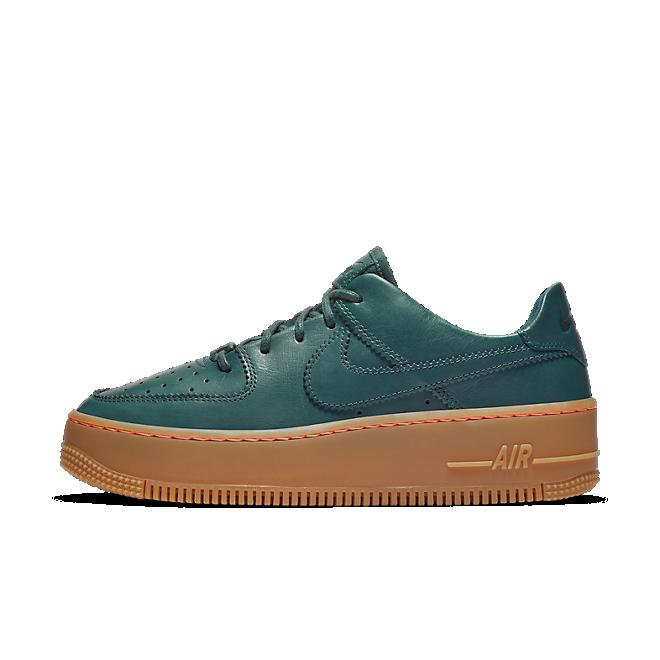 Nike Air Force 1 Sage Low LX  zijaanzicht