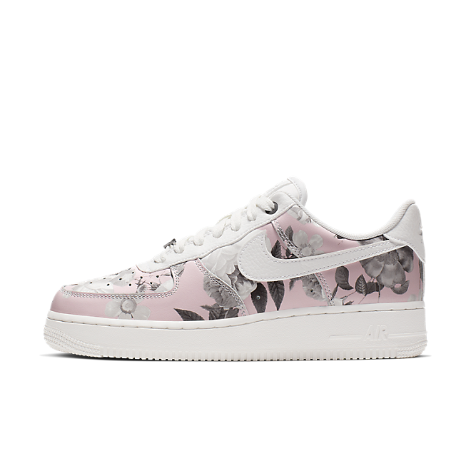 Nike Wmns Air Force 1 '07 LXX 'Pink Floral' zijaanzicht