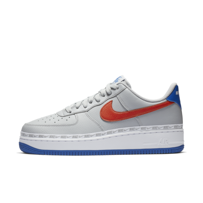 Nike Air Force 1 '07 LV8 Overbranded 'Wolf Grey' zijaanzicht