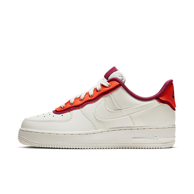 Nike WMNS Air Force 1 '07 SE 'Sail' zijaanzicht