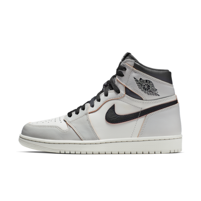 Nike SB X Air Jordan 1 OG 'Light Bone' zijaanzicht