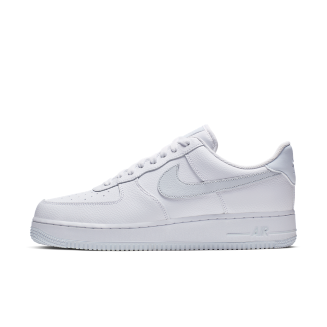 Nike Air Force 1 Essential 'Platitum' zijaanzicht